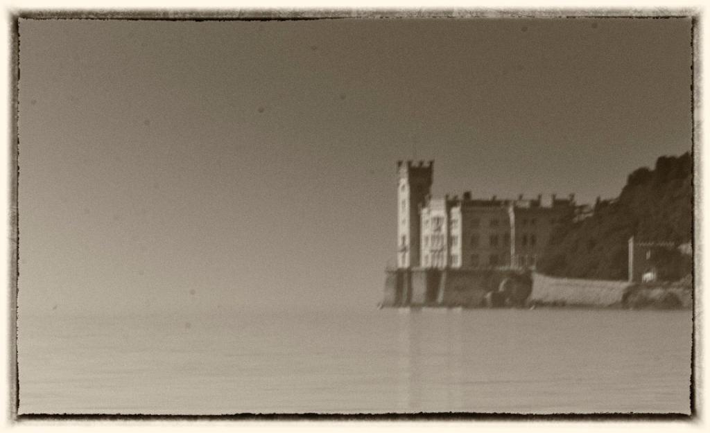 Il Castello di Miramare a Trieste (foto G. Mussardo)